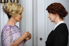 Exceptionnelle Jessica Lange dans la série 'American Horror Story', et sa collègue sur la photo est géniale aussi.
