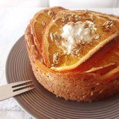 Een glutenvrij ontbijttaartje met sinaasappel en speculaaskruiden, de combinatie ontstond spontaan.Ieder ontbijt is dan ook een feest met zo'n taartje.