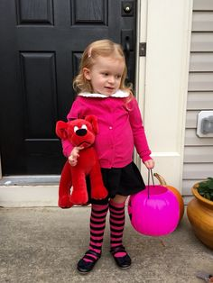 emily elizabeth with clifford the big red dog costume - Clifford The Big Red Dog Halloween Costume
