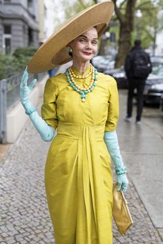 Turquoise Jewelry Outfit Chartreuse and Turquoise - The post Chartreuse and Turquoise appeared first on Advanced Style. 50 Fashion, Vintage Fashion, Womens Fashion, Chartreuse Dress, Ari Seth Cohen, Style And Grace, My Style, Ladylike Style, Prom Dress Shopping