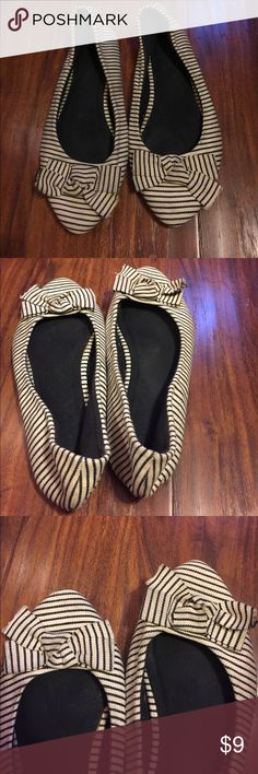 Forever 21 stripe bow flats These are Forever 21 black and white stripe flats. It features a bow on the front. These are hardly worn and are in almost perfect condition. Forever 21 Shoes Flats & Loafers