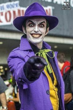 Character: Joker / From: DC Comics 'Batman' & 'Detective Comics' / Cosplayer: Anthony Misiano (aka Harley's Joker) / Event: New York Comic-Con 2015 Batman Cosplay, Dc Cosplay, Cosplay Del Joker, Male Cosplay, Best Cosplay, Anime Cosplay, Joker Costume, Joker And Harley, Harley Quinn