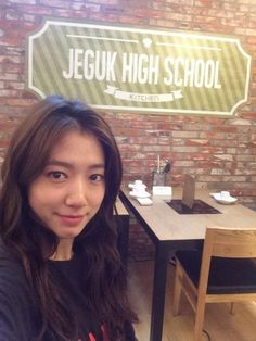 """Park Shin Hye Revisits Jeguk High School from Her Drama """"The Heirs"""""""