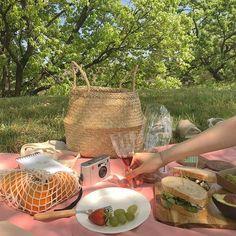 Picnic Date Food, Picnic Time, Summer Picnic, Picnic Ideas, Nature Aesthetic, Aesthetic Food, Aesthetic Vintage, Fairy Tea Parties, Tea Party