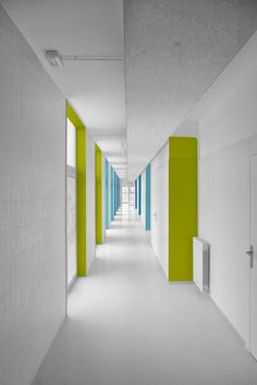 Hospital Architecture, School Architecture, School Building Design, School Design, Hospital Signage, Kindergarten Interior, Corridor Design, Colour Architecture, Hospital Design