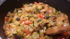 Hoy un fabuloso #pisto para comer... con #verduras ecologicas ..#cebolla #Pimiento rojo y verde #ajo #berenjena #calabacin 2 cd aceite y salsa de tomate natural lo podeis acompañar de 1 o 2 huevos , de pescado a la brasa de arroz... o de tofu a ka plancha macerado con salsa de soja... como prefieras  Disfruta con #entulinea #adelgazar comiendo lo que te gusta