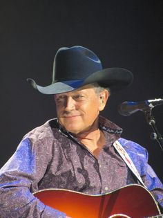 George Strait just like wine the older he gets the better he looks! Best Country Singers, Country Musicians, Country Music Artists, George Strait Quotes, George Strait Family, Zac Brown Band, Kenny Chesney, Cool Countries, King George