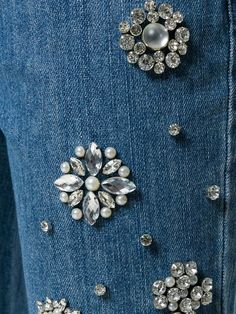 Wow check out this stylish Embroidery Projects - what an imaginative concept Beaded Embroidery, Hand Embroidery, Embroidery Designs, Embellished Jeans, Embroidered Jeans, Bling Jeans, Bling Bling, Shorts Bordado, Motifs Perler