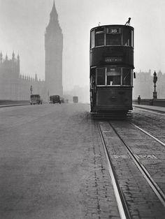 Rene Groebli, London, 1949...something is hauntingly sad about this photo