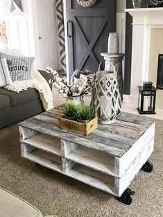 How to Make a Farmhouse Pallet Coffee Table - Repurpose Life - Build a farmhouse pallet coffee table…cheap, easy and fast! Outdoor Coffee Tables, Rustic Coffee Tables, Diy Coffee Table, Decorating Coffee Tables, Coffee Table Design, Diy Table, Coffee Table On Wheels, Coffee Table Out Of Pallets, Diy Pallet Table