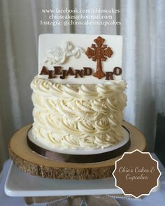 Rustic Themed Communion Cake. Follow me: www.facebook.com/chioscakes #Communion #CommunionCake #CakePrimeraComunión #CakePrimeraComuniónNiño #CakeConfirmación #ReligiousThemedCake