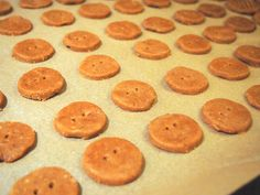 Gluteenittomat ceylonin piparkakut A Food, Cookies, Desserts, Recipes, Crack Crackers, Tailgate Desserts, Deserts, Cookie Recipes, Postres