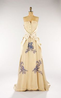 Dress, Evening House of Givenchy (French, founded 1952) Designer: Hubert de Givenchy (French, born Beauvais, 1927) Date: ca. 1953 Culture: French Medium: silk