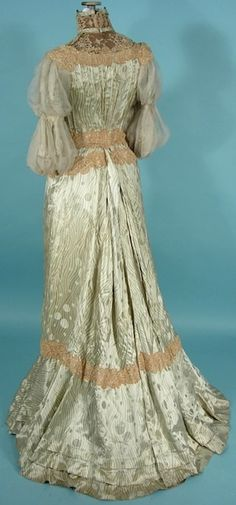 Circa 1905 Light Green Silk Print Gown with Chiffon Sleeves (back view). Edwardian Clothing, Edwardian Dress, Antique Clothing, Historical Clothing, Edwardian Era, 1900s Fashion, Edwardian Fashion, Vintage Fashion, Vintage Gowns