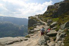 صخره پریکستولن (Preikestolen) معروف ترین جاذبه توریستی نروژ