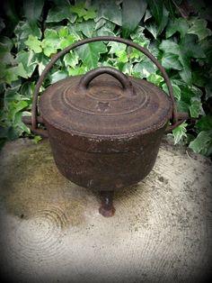 Vintage English Iron Cauldron - Witchcraft, Magic, Wicca, Pagan