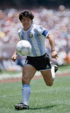 Diego Maradona in action for Argentina during the FIFA World Cup Final between Argentina and West Germany at the Estadio Azteca in Mexico City Premier League, Diego Armando, Soccer Art, Football Images, Soccer Socks, Sports Personality, World Football, Champions, Big Men