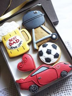 Best Dad Birthday Personalised Cookie Gift Box - Beer Mug, BBQ Grill, Porsche, Football Ball & Red Heart - 5 Pieces by Cookie-Art London on Gourmly