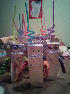 Deze traktatie deelt Tycho uit op het kinderdagverblijf voor zijn 3e verjaardag. Robots; ofwel een pakje fristi en een doosje rozijnen.Ziet er toch leuk uit!