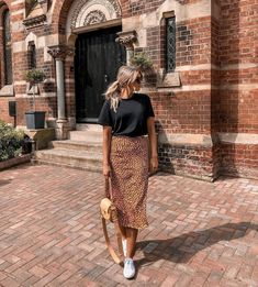 Amazing Spring Outfits To Wear Now Fall Fashion Outfits, Women's Fashion Dresses, Spring Outfits, Long Skirt Outfits For Summer, Printed Skirt Outfit, Midi Skirt Outfit, Grunge Goth, Hipster Grunge, Cute Casual Outfits