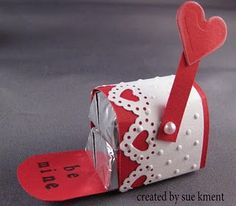 Hershey Nugget mailbox // Sue's Stamping Stuff: You've got mail! Valentine Treats, Valentine Day Crafts, Love Valentines, Valentine Cards, Valentine Mailboxes, Valentine Chocolate, Candy Crafts, Paper Crafts, Hershey Nugget