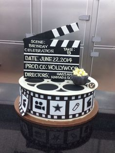 Clapperboard Personalised Edible Icing Cake Topper and Film Reel Ribbon Deco Theme Cinema, Cinema Party, Movie Theme Cake, Movie Cakes, Hollywood Cake, Hollywood Party, Kino Party, Camera Cakes, Hollywood Birthday Parties