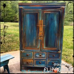 Distressed furniture can be an image of solid, worn, and rustic look. Rustic furniture can truly add beauty and ambiance to any home. To complete the appearance and feel you want to go for, consider accent furniture, side desks and… Continue Reading → Distressed Decor, Distressed Furniture Painting, Chalk Paint Furniture, Accent Furniture, Sanding Furniture, Farmhouse Style Furniture, Rustic Furniture, Furniture Decor, Hutch Furniture