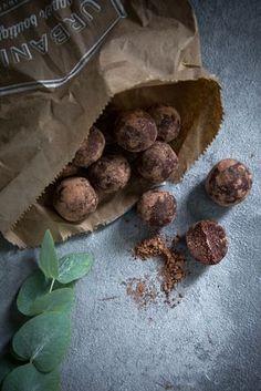 Brownie Bites - Energie Bällchen aus Haselnüssen und Datteln mit extra Protein
