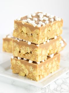 No Bake Peanut Butter Cereal Bars - packed full of peanut butter cereal, marshmallows, and an insanely delicious peanut butter ganache. Easy Baking Recipes, Best Dessert Recipes, Fun Desserts, Delicious Desserts, Sweets Recipes, Cookie Recipes, Cereal Treats, Cereal Bars, Peanut Butter Desserts