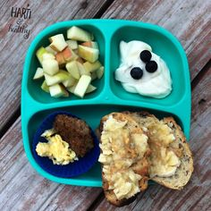 Toddler breakfast: - apple chunks - yogurt w/ blueberries - scrambled egg & sausage patty - toast w/ PB & banana mash  #toddlermeals #toddlerfood #toddler #breakfast #manicmonday #healthykids #kidfood #beach #vacation #f52grams #feedfeed #buzzfeedfood #instafood #instagood #toasty #replayrecycled #replaymeals @replayrecycled