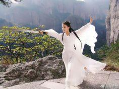 Chinese Model, Chinese Art, Hanfu, Asian Fashion, Character Inspiration, Kimono Top, White Dress, Beautiful Women, Actresses
