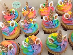 Cupcakes Unicornio Arcoiris by Giovanna Carrillo Rainbow Unicorn Cupcakes door Giovanna Carrillo – – Unicorn Cupcakes Cake, Rainbow Cupcakes, Rainbow Food, Birthday Cupcakes, Cupcakes Kids, Unicorn Cakes, Rainbow Crafts, Rainbow Art, Rainbow Bridge