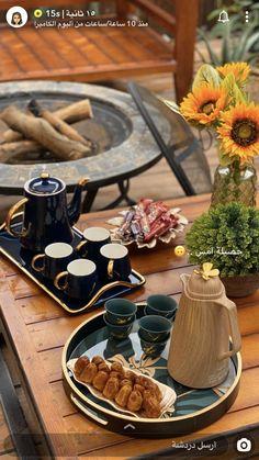 home home decor Food Table Decorations, Coffee Table Centerpieces, Ramadan Decorations, Food Decoration, Model Home Decorating, Arabian Decor, Coffee Jokes, Coffee Presentation, Eid Food