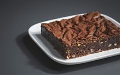 Ditheerlijke recept voor brownies met pistache- en cashewnotenkregen we van onze vrienden van Siemens. Je kunt deze brownies in een gewone oven maken, maar in de VarioSpeed oven van Siemens maak je ze in de helft van de tijd! Heb je een Siemens varioSpeed oven, zet deze dan op magnetron-combinatie met4D hetelucht, op170 °C en90 …