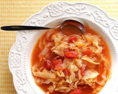 Peasant Cabbage-Tomato Soup - so satisfying but just a handful of ingredients, 15 minutes and 1 or 2 WW points! Personally I add a pound of polish kielbasa too Tomato Soup Recipes, Cabbage Recipes, Crock Pot Cooking, Cooking Recipes, Healthy Soup, Healthy Eating, Peasant Food, Vegetarian Recipes, Healthy Recipes