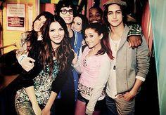 Victorious Cast; Vic, Leon,Matt, Daniella,Liz,Ari, & Avan <3 I love them all c;