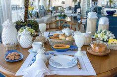 Oi meninas, Mais uma vez, eu e a Marcela, da Theodora Home, produzimos uma mesa de café da manhã incrível aqui em casa!! Coleção Abacaxi.