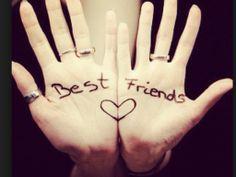 Les deux mains des meilleures amies