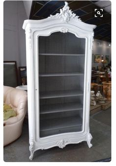 Would be a beautiful book shelf or storage for sweaters😍 Funky Furniture, Refurbished Furniture, Paint Furniture, Repurposed Furniture, Furniture Projects, Furniture Makeover, Vintage Furniture, Furniture Design, Arte Bar