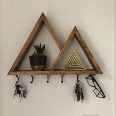 Wooden Shelf Design, Wooden Shelves, Home Decor Furniture, Diy Home Decor, Crystal Shelves, Triangle Shelf, Deco Nature, Wall Decor, Room Decor