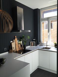 Aus dem Urlaub zurück, freue ich mich wieder umso mehr über meine schöne Küche. Und den Mut, diese gegen alle Ratschläge schwarz zu streichen. I like :blush: Schönen Sonntag für euch!