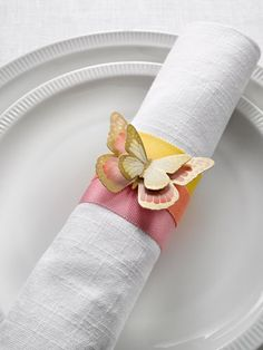 What could be more perfect for #Spring than these adorable butterfly napkin rings? #decorating