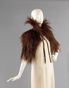 Evening cape by Caroline Reboux, Feathers and silk. Brooklyn Museum Costume Collection at the Metropolitan Museum of Art. 1930s Fashion, Vintage Fashion, High Fashion, Suzy, Caroline Reboux, Cape Designs, Paris Mode, Costume Collection, Vintage Couture