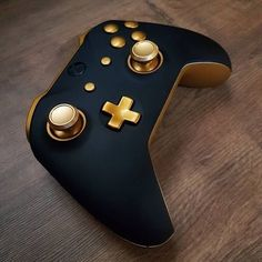 The coo goldl xbox controller Follow @gamer_plugin . #electronics #technology #tech #electronic #device #gadget #gadgets #instatech #instagood #geek #techie #nerd #techy #photooftheday #computers #laptops #hack #screen #electroluc #green #xbox #microsoft #microsoftxbox #gamer #gaming #gamingcommunity Custom Xbox One Controller, Xbox Controller, Consoles, Gaming Accessories, Nintendo Switch Accessories, Control Xbox, Manette Xbox One, Xbox 360 Games, Video Games Xbox