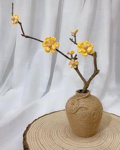 Diy Crafts For Home Decor, Diy Crafts Hacks, Diy Craft Projects, Creative Crafts, Handmade Crafts, Easy Crafts, Paper Flowers Craft, Diy Flowers, Paper Crafts