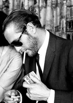 Keeping it classy with Paul Newman. Classy and stylish - also a perfect description of our other page where only the most georgeous of watches are presented to you on a daily basis. Be sure to check it out! All credit to the owner of the photo. Robert Redford Jeune, Vintage Hollywood, Classic Hollywood, Paul Newman Joanne Woodward, Man Smoking, Hollywood Actor, Gentleman Style, American Actors, Celebrity Weddings