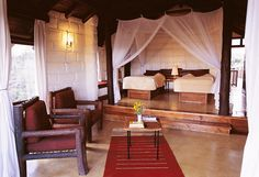 Wild landscape, luxurious resorts: Great Rift Valley Lodge & Golf Resort di Heritage_Camera da letto matrimoniale