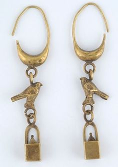 Gold earrings with hanging birds and basket-shaped pendants. Phoenician workshop. 7th-6th c. BC. H. 0,066 m. (ΓΕ 1531)
