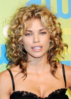 5 Advantages of Having Curly Hair - Hairstyles Tips