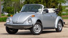 Volkswagen Beetle Vintage, Vw Cabrio, Old Bug, Vw Super Beetle, Beetle Convertible, Manual Transmission, Volkswagen Beetles, Auction, Bugs